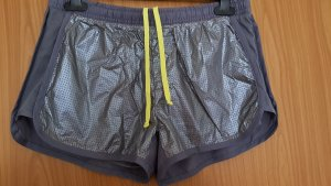 Kurze Sporthose in grau