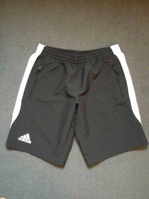 kurze Sporthose von Adidas