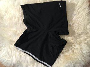 Kurze Sporthose von Nike