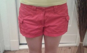 Kurze sportliche Short in Rot für  den nächsten Sommer :)