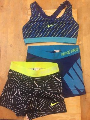 Kurze Sporttights von Nike
