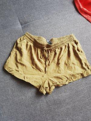 kurze Stoffhotpants Größe M
