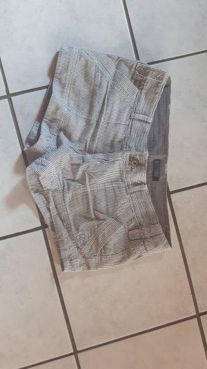 Kurze süße gestreifte Jeans-Shorts