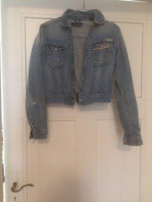 Kurze taillierte Jeansjacke