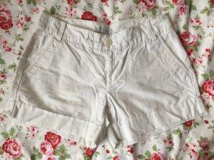 Kurze weiße Hose aus Leinen