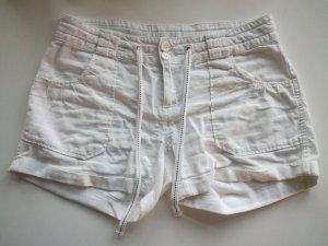 Kurze weiße Sommershorts von Vero Moda
