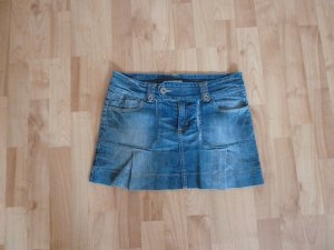 Kurzer blauer Jeansrock