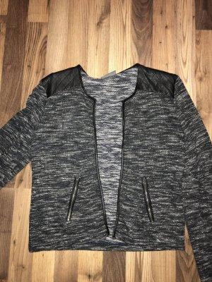 Kurzer Blazer aus Stoff mit Lederapplikationen
