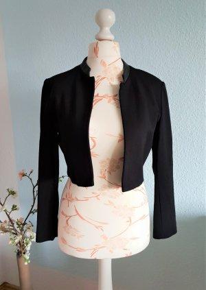 kurzer Blazer, Jacke mit Stehkragen aus Kunstleder von Mango