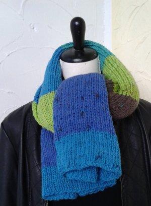 kurzer  breiter Schal, bunt