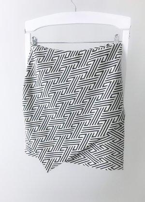 Kurzer H&M Rock mit grafischem Muster in Gr. S