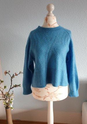 kurzer, hellblauer Pullover mit Zopfmuster von &other stories