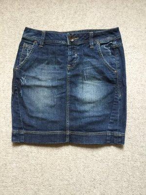 Kurzer Jeansrock, mit schönem Stitching