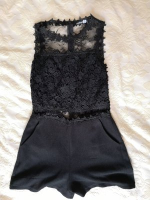 Kurzer Jumpsuit schwarz mit Spitze/Stickerei