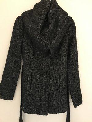 Kurzer leichter Mantel mit großem Kragen