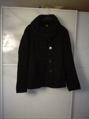 Kurzer Mantel mit großem Kragen