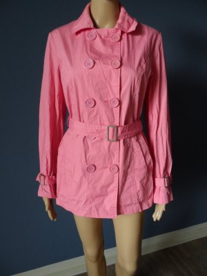 Kurzer pinker Trenchcoat