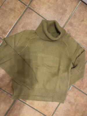 Kurzer Pullover mit lockerem Rollkragen