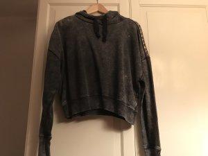 Kurzer Pullover mit Nieten