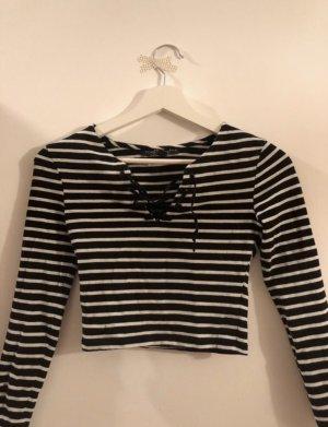 Kurzer Pullover mit Schnürung