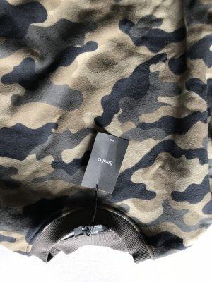 Kurzer Pullover zum schnüren