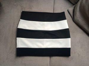 Kurzer Rock black white Chanel Optik