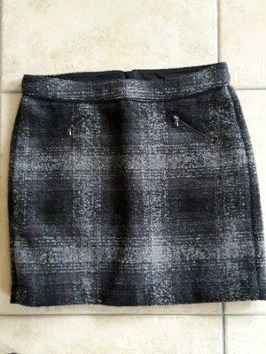 kurzer Rock in schwarz -grau / Wolloptik