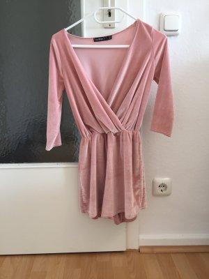 kurzer rosa Jumpsuit aus Samt von Boohoo Petite