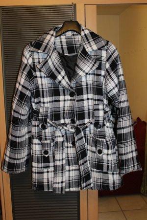 Kurzer schöner Damen Mantel