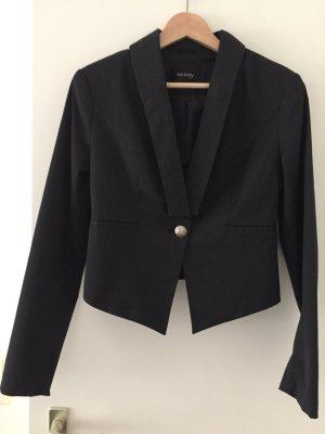 Kurzer schwarzer asymmetrischer Blazer