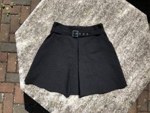 Kurzer schwarzer Faltenrock, Gr. 36