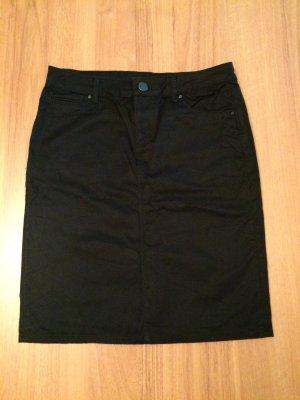 Kurzer schwarzer Jeansrock