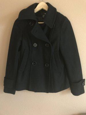 Kurzer schwarzer Mantel