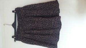 Kurzer schwarzer Rock mit beigem Muster