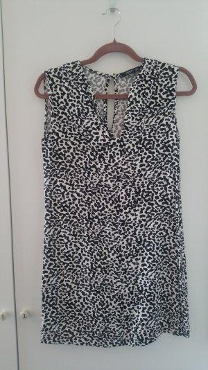 kurzes ärmelloses Kleid