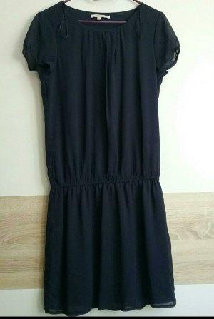 kurzes blaues Sommerkleid