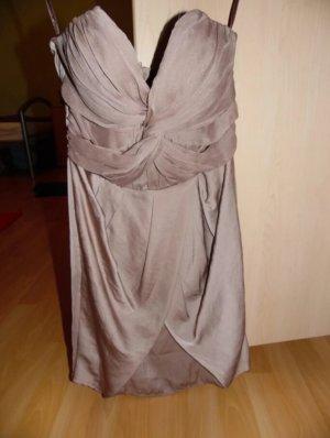 Kurzes braunes Abendkleid