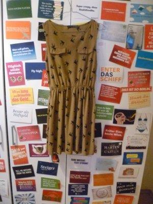 Kurzes braunes Kleid mit Vogelmuster, Atmosphere, Primark, Blogger, Hipster, Champagner