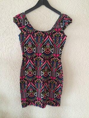 Kurzes buntes Kleid mit Muster