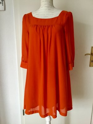 Kurzes Chiffonkleid in leuchtendem Orange