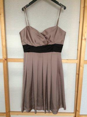 Kurzes Cocktail-Kleid