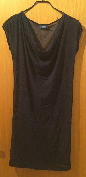 Kurzes dunkelblaues Kleid mit Leoprint