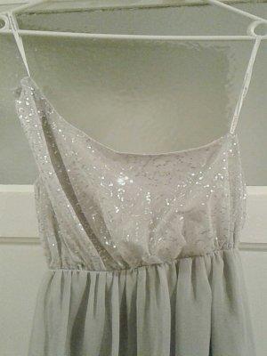 kurzes, elegantes Kleid