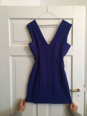 Kurzes, figurbetontes blaues Kleid!