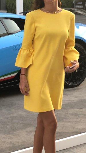 kurzes gelbes Kleid