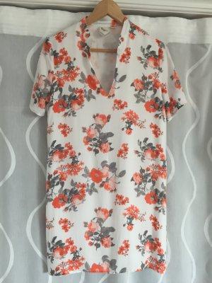Kurzes, gerades Kleid mit Blumenmuster