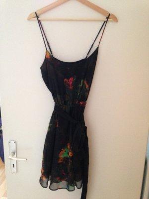 Kurzes H&M Kleid mit Blumen