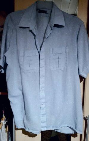kurzes hellblaues hemd