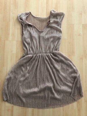 Kurzes hellrosa Kleid
