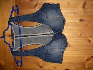 kurzes Jeanswestchen